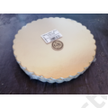 Kép 1/2 - Arany színű karton tortaalátét hullámos szélű 24 cm PRÉMIUM